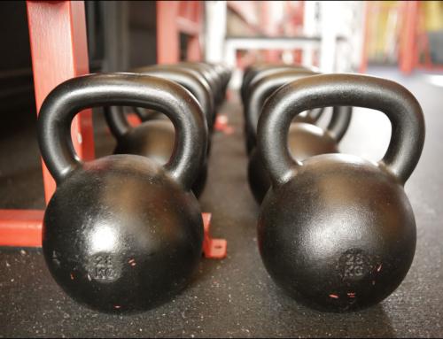 16 klassische Fitnessübungen mit Kettlebells – Schmiede Dich